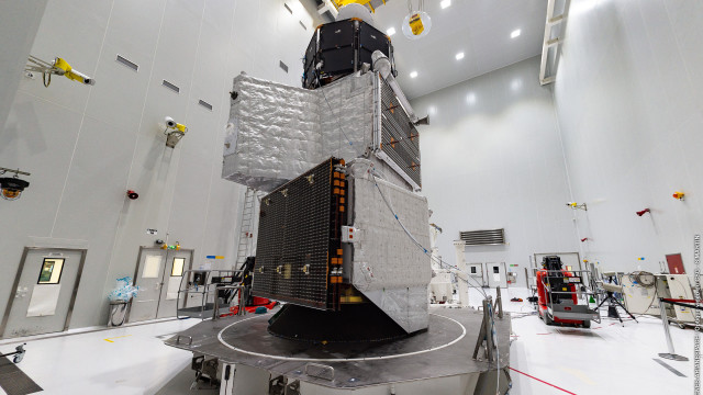 BepiColombo at the European spaceport in Kourou (French Guiana). Credit: German Aerospace Center (DLR)  Read more at: https://phys.org/news/2018-10-european-japanese-mission-smallest-planet-solar.html#jCp